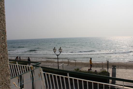 Hotel West End: Vista sul mare dalla camera
