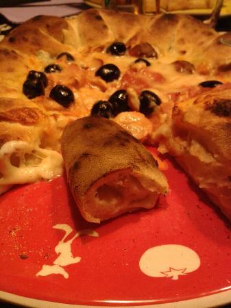 Pizzeria Il Portico: Bordo della pizza ripieno!!!!!