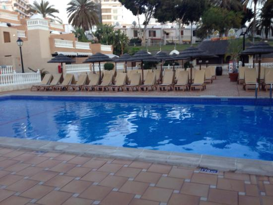 Hotel Parque de las Americas: Pool area at 7pm