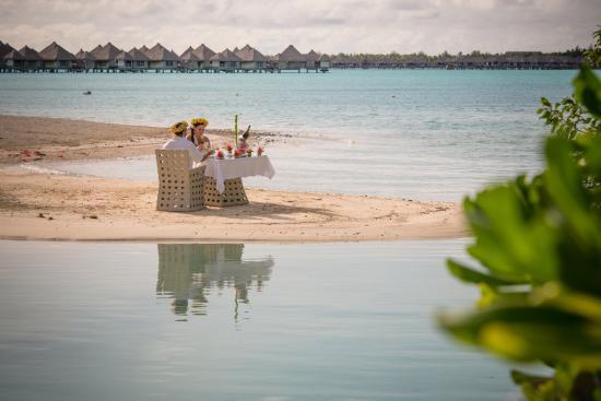 The St. Regis Bora Bora Resort: Champagne on the beach