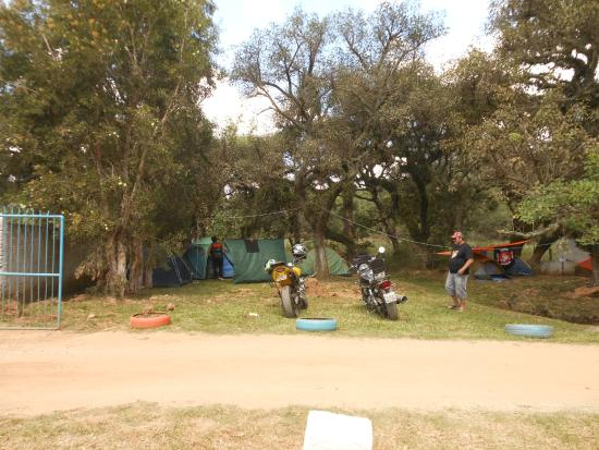 Herval, RS: Entrada do camping. Contatos: GINÁSIO DE ESPORTES E SECRETÁRIA DE TURISMO (53) 32671704