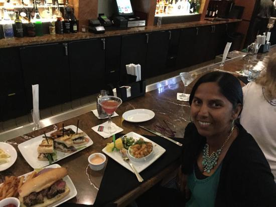Ruth's Chris Steak House: Happy Hour