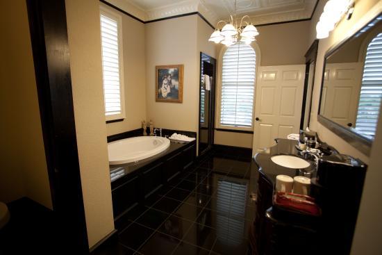 The Grand Hotel: Grand Suite Bathroom