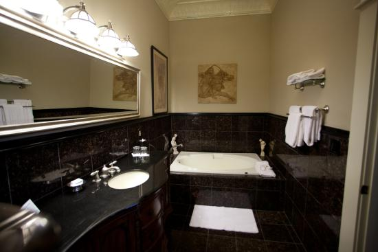 The Grand Hotel: Owner's Suite Bathroom
