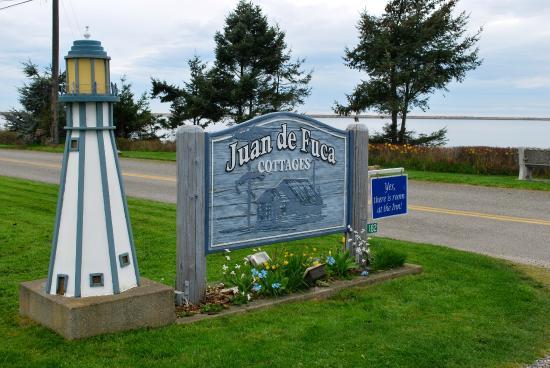 Juan de Fuca Cottages: Hotel sign