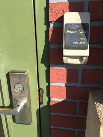 Country Inn & Suites By Carlson, Port Charlotte: Security lock on side door at country Inn and suites Port Charlotte Florida March 2015. This loc