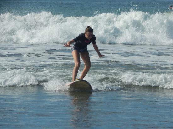 Las Plumerias Lodge and Surf: Surf in progress