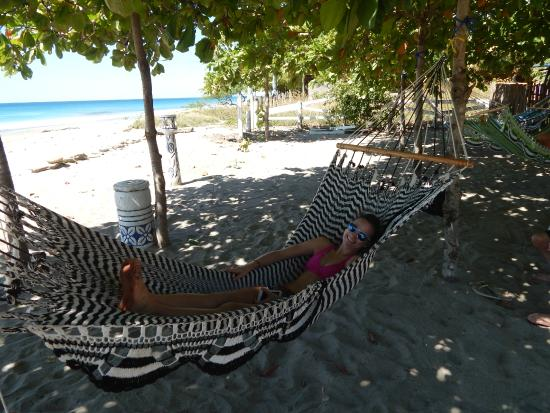 Las Plumerias Lodge and Surf: Lounging at the beach