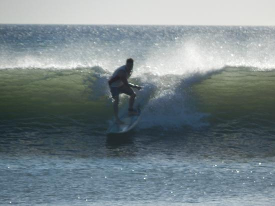 Las Plumerias Lodge and Surf: Surf in progress