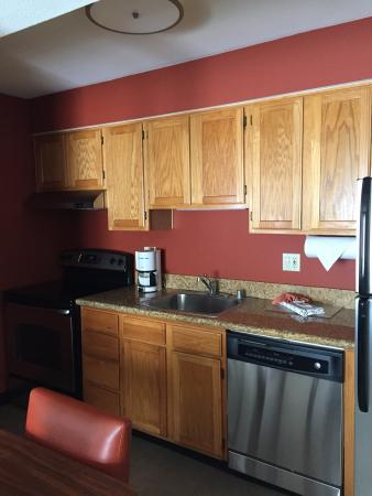 Residence Inn San Diego Central: Kitchen in 1 bedroom suite