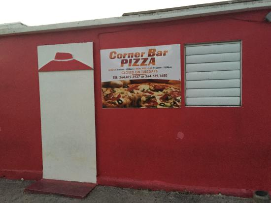 Corner Bar and Pizza: Restraunt frontage