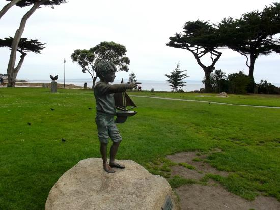 Lovers Point Park: Boy with sailboat memorial