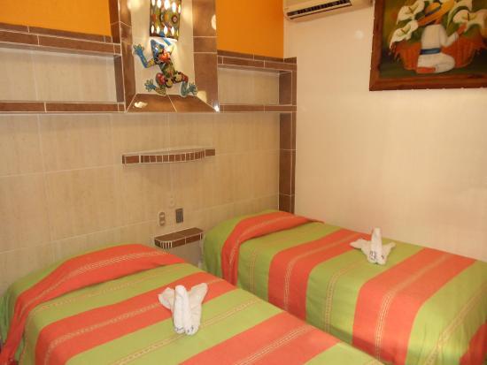 Hotel Cactus Inn: Habitación dos camas individuales