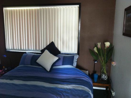 Beachfront Apartments : bedroom