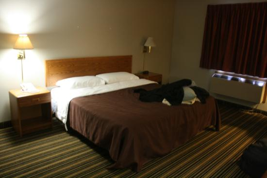 Woodfield Inn and Suites : King Room