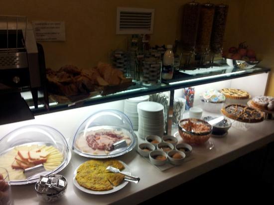 Crosti Hotel: Breakfast Buffet