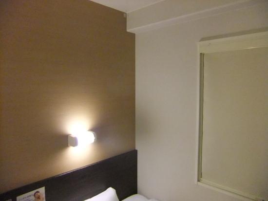 Super Hotel Kochi: へや、ベットの寝心地はいい