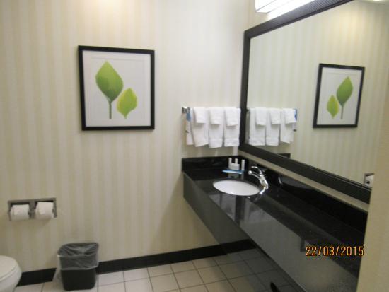 Fairfield Inn & Suites Paducah: Bathroom
