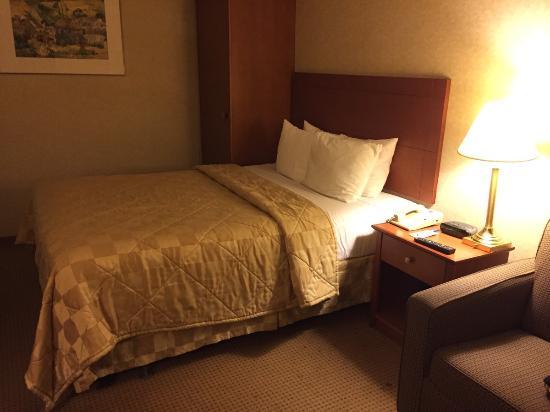 Comfort Inn Montreal Aeroport : ベッド