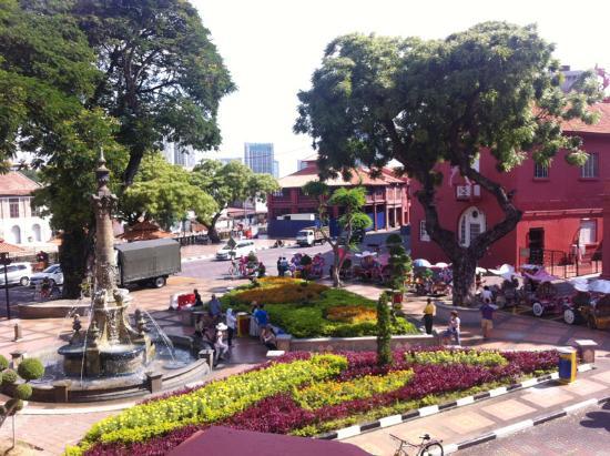 Prima Hotel Melaka: red square (dutch square) area