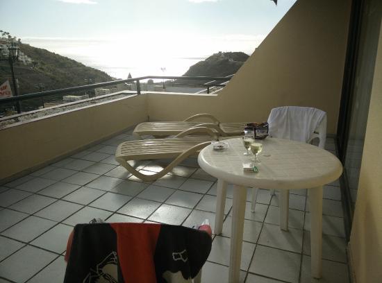 magnifica terrazza attrezzata - Picture of Roslara Apartments ...