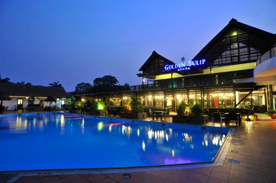 Golden Tulip Accra: Its live music at the pool at night...relax and sip through the night...