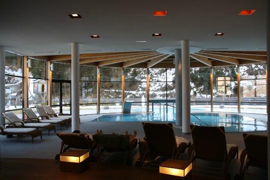 Poolbereich bild von spa hotel zedern klang hopfgarten for Designhotel zedern klang