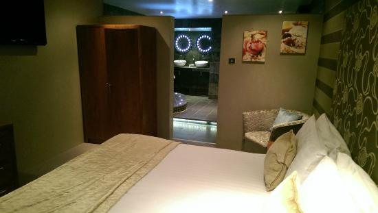 Best Western Plus Centurion Hotel : Bedroom