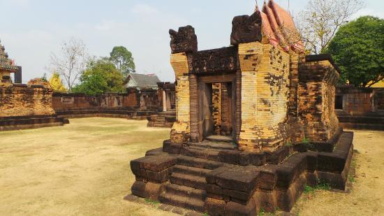 Prasat Ban Prasat Sanctuary (Huay Tap Tan Ruins)