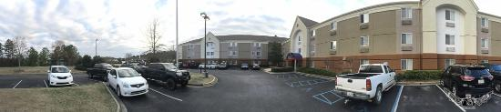 Candlewood Suites Birmingham - Hoover: parking lot