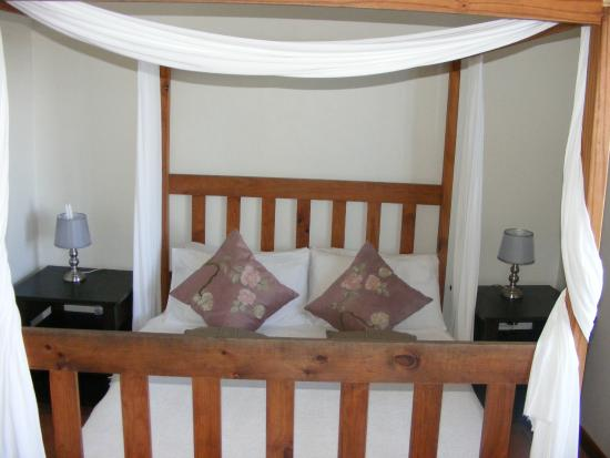 Wilderness Beach house: One of the double rooms with en-suite and views