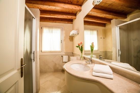 Borgo Machetto: bagno junior suite
