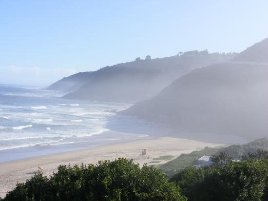Wilderness Beach house: Hmm, early morning mist before a beautiful day ensues