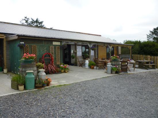 Hilltop Farm Shop: front