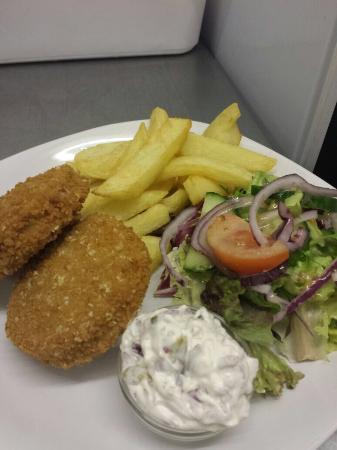Smatt's Duo Cafe Bar & Bistro: Our fish cakes special with Matt's homemade chips & red onion & lemon Mayo