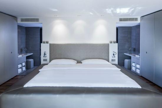 top of the town penthouse bad billede af the mandala. Black Bedroom Furniture Sets. Home Design Ideas