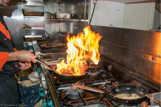 Tzitzikas kai Mermigas : Η κουζίνα.