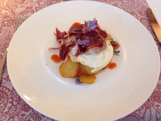 Restaurant Buganvilia: Ous amb patates i pernil ibèric