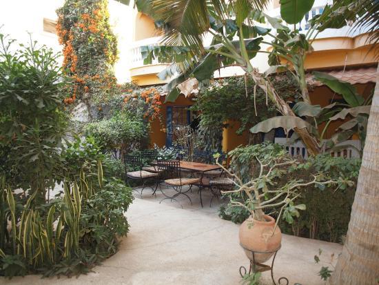 Sou Soum Hotel: Jardin de l'hôtel