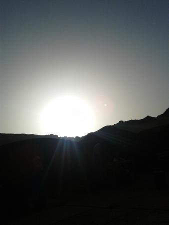 Caravane du Sud: coline de sable prés du bivouac