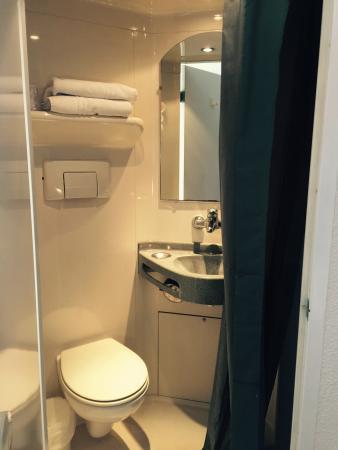 Premiere Classe Montpellier Est - Parc Expositions - Aeroport: Salle de bain intimiste