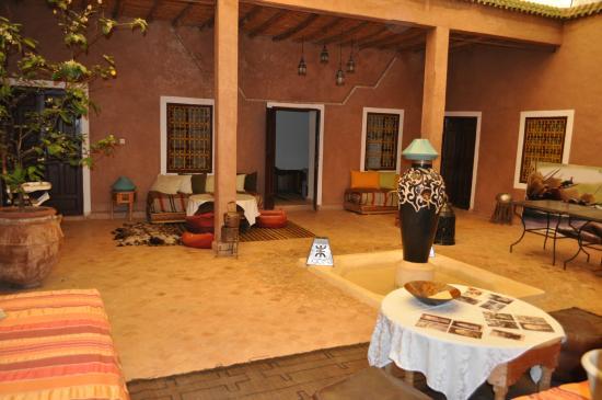 Dar Tougga : patio entre les chambre