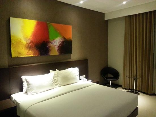 Savana Hotel & Convention: King size bed