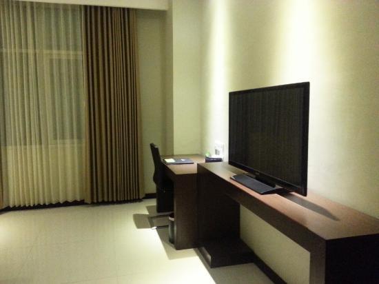 Savana Hotel & Convention: LCD nya besar juga