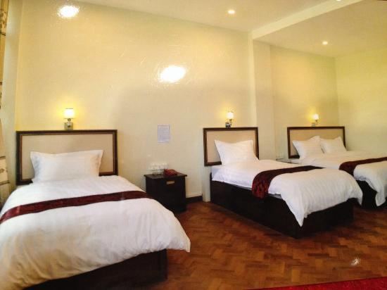 Hotel Myitkyina: Family room