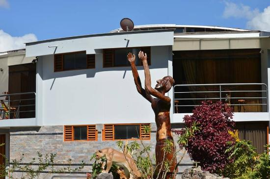 Hotel Inti Ñan: Nativo tallada en madera