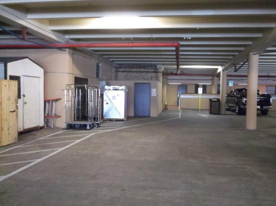La Playa Resorts & Suites: Safe inside parking