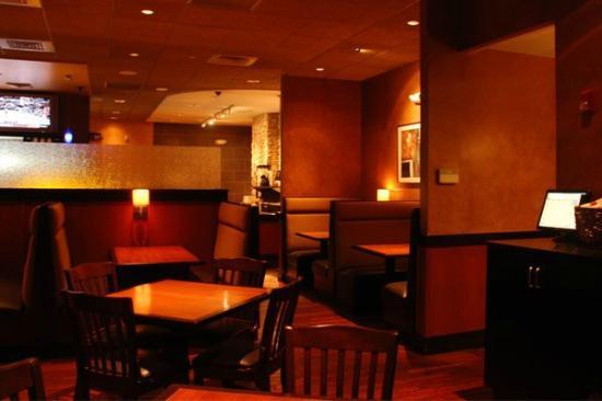 Telly's Restaurant & Pizza: interior