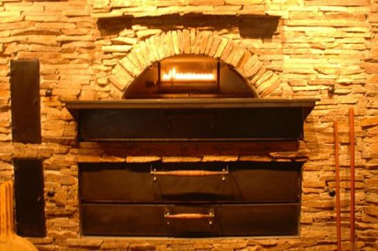 Telly's Restaurant & Pizza: wood oven
