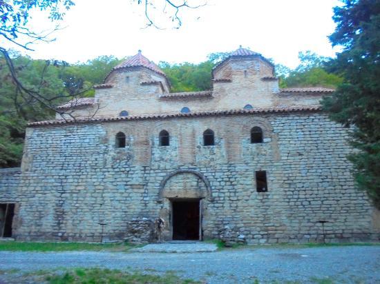 Gurjaani, Kvelatsminda Monastery: fachada